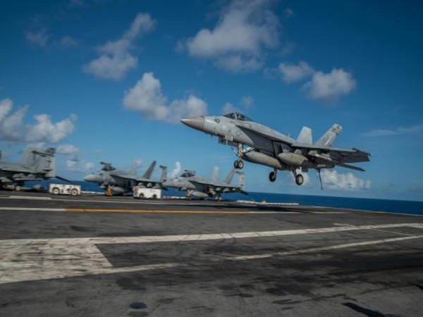 American Aircraft Carrier USS Ronald Reagan (Photo credits: Defense Visual Information Distribution Service)