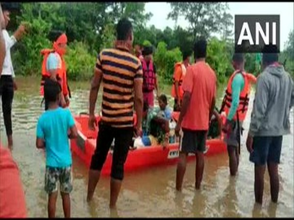 People being rescued from the flood-affected areas by the local administration. [Photo/ANI]