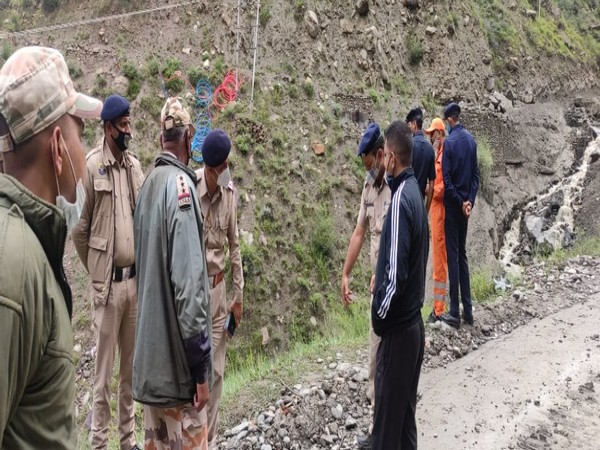Police Officials at rescue operation at Tonzing Nalla in Lahaul-Spiti district