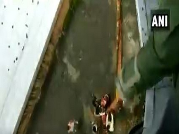 IAF rescued the people stranded on roof top in Kalyan