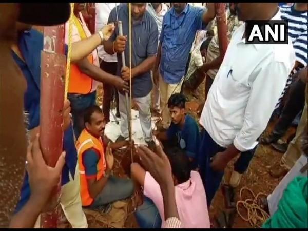 Rescue operation continues in Nadukattupatti of Tiruchirappalli district on Saturday. Photo/ANI