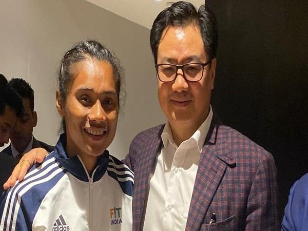 Kiren Rijiju with Hima Das (Photo/ Kiren Rijiju Twitter)
