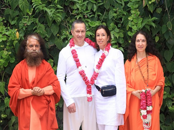 Deputy Prime Minister of Russia Yury Petrovich Trutnev with his wife and Swamiji Chidanand Saraswati and Doctor Bhagwati Saraswati at Rishikesh on Sunday. Photo/ANI