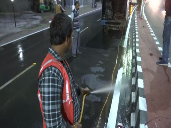 Visual of road cleaning from Agra.