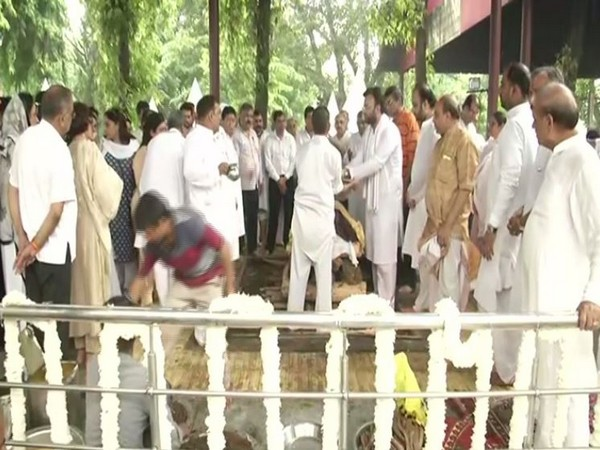 Rohan Jaitley performing last rites of his father, former finance minister Arun Jaitley. Photo/ANI