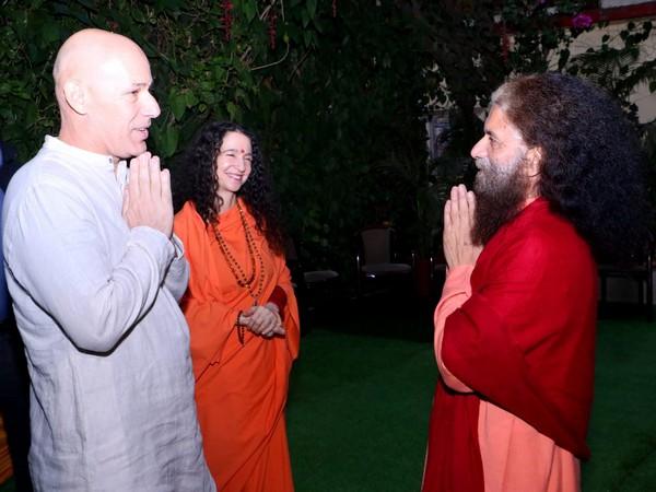 Israeli Ambassador to India, Ron Malka, meets Swami Chidanand Saraswati and Sadhvi Bhagwati Saraswati