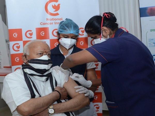 RSS chief Mohan Bhagwat receiving COVID-19 vaccine in Nagpur. (Photo/ANI)