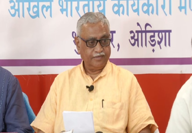 RSS joint general secretary Manmohan Vaidya speaking to media in Bhubaneswar, Odisha