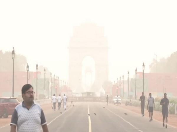Smog engulfs India Gate in New Delhi (File photo)