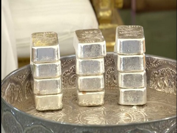Bhopal BJP candidate Sadhvi Pragya Singh Thakur talking to media at a press conference in Bhopal on Thursday. Photo/ANI