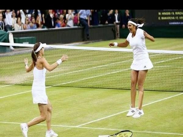 Sania Mirza and Martina Hingis after winning Wimbledon 2015 (Photo/ Sania Mirza Instagram)