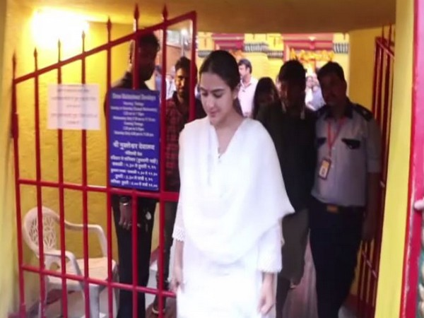 Actor Sara Ali Khan at the Shani Dev Temple in Juhu (Photo/ANI)