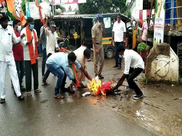 An effigy of Andhra Pradesh Civil Supplies minister Kodali Sri Venkateshwara Rao was burned by BJP workers in the state.