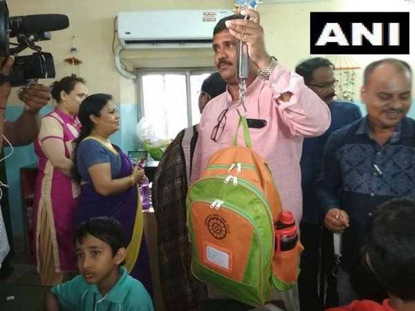 An official measuring the weight of the school bag in Bhubaneswar on Thursday. Photo/ANI