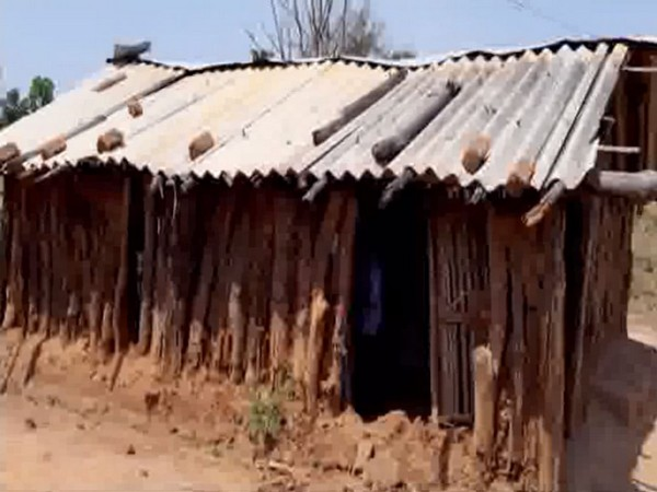 Students forced to study in a temporary shack from past 10 years in Chhattisgarh's Kondagaon village