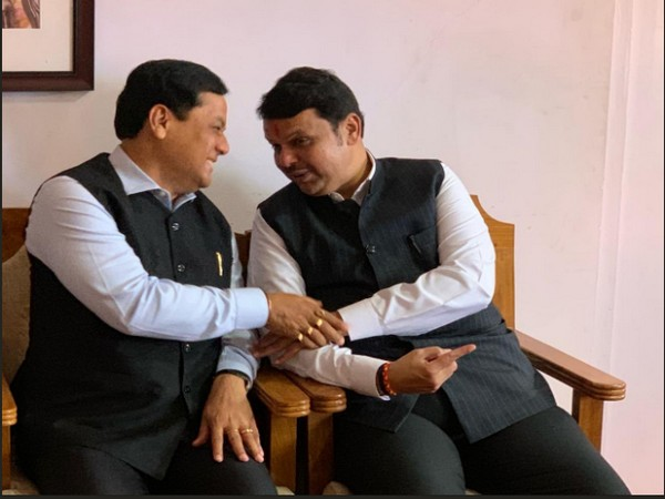Assam Chief Minister Sarbananda Sonowal (left) with Maharashtra Chief Minister Fadnavis (right). Photo/Twitter