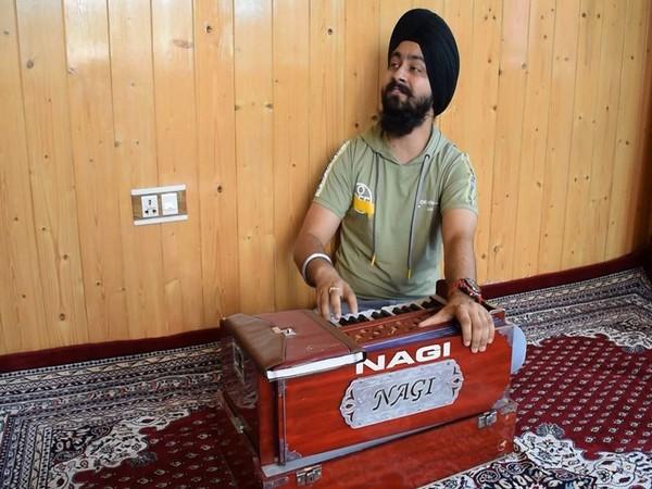 Harikishan Singh Sanam has emerged as a musical sensation in Jammu and Kashmir's Pulwama (Photo/ANI)