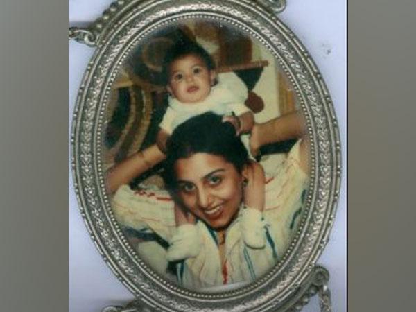 Neetu Kapoor with toddler Riddhima Kapoor (Image Source: Instagram)