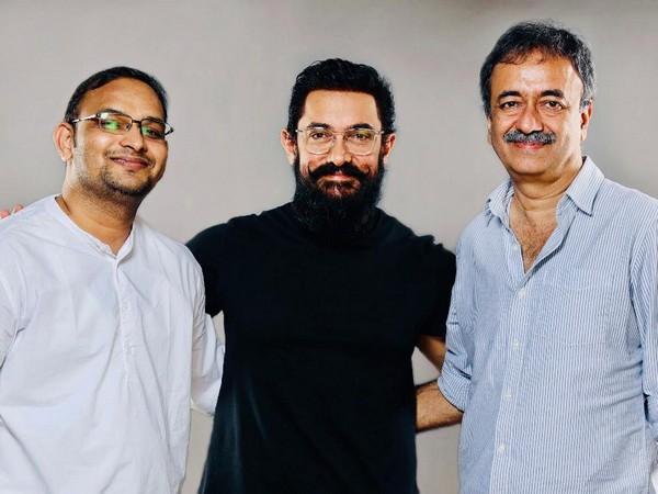 Mahaveer Jain, Aamir Khan, Rajkumar Hirani (L to R)