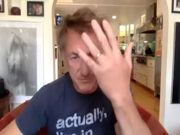 Sean Penn showcasing his wedding ring (Image courtesy: Youtube)