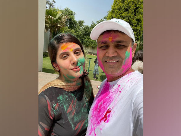 Virender Sehwag with his wife (Image: Virender Sehwag's Twitter)