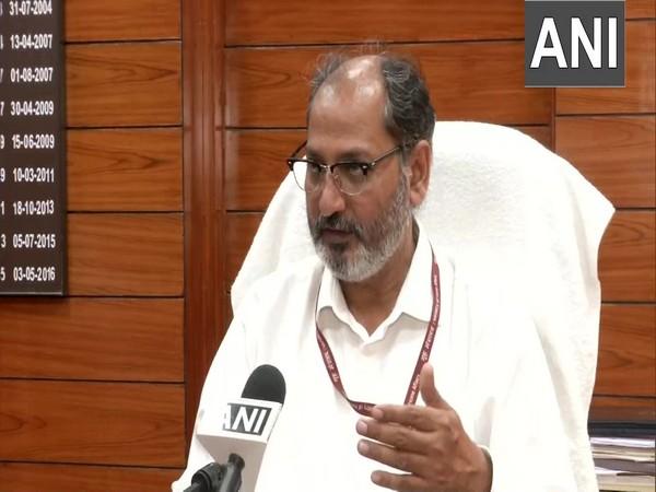 Dr Suresh Kumar, MD, Lok Nayak Hospital, Delhi