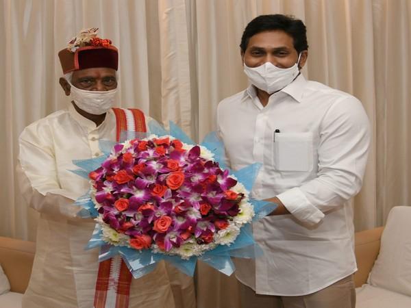 HP Governor Bandaru Dattatreya welcomed by CM Jagan Mohan Reddy during Vijayawada visit