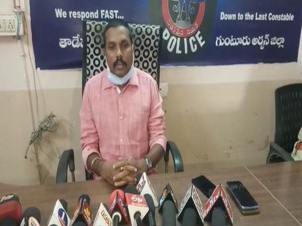 Tadepalli sub-inspector Vinod while speaking to media persons (Photo/ANI)