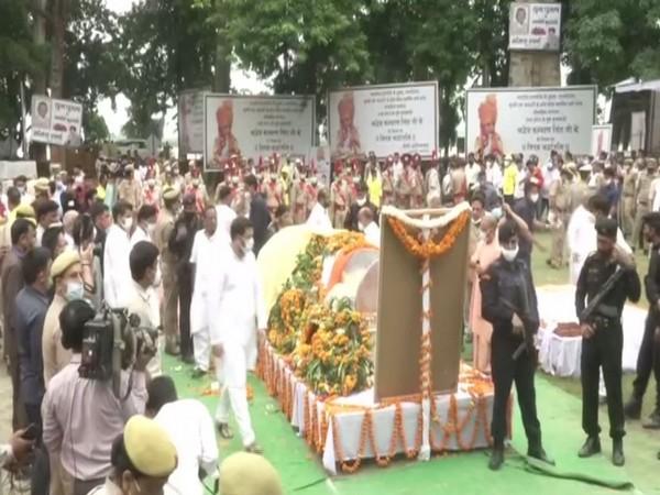 Last rites of former UP CM Kalyan Singh being performed at Narora in UP. (Photo/ANI)