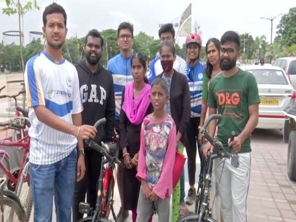 Members of Happy Hyderabad donating a cycle (Photo/ANI)