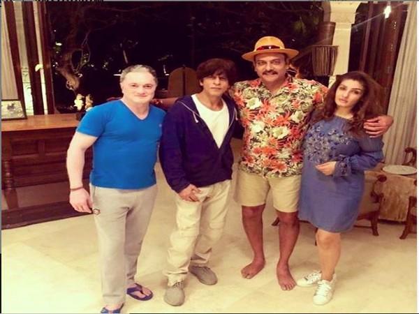 Ravi Shastri with Shah Rukh Khan, Raveena Tandon and Gautam Singhania (Photo/ Ravi Shastri Instagram)