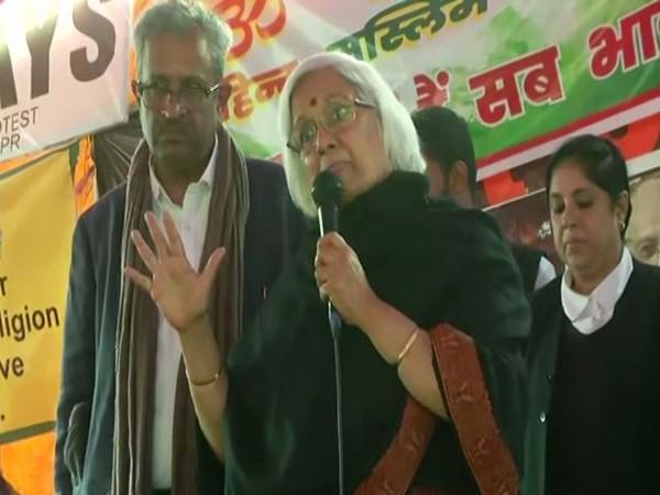 SC mediators Sanjay Hegde, Sadhna Ramachandran speak to Shaheen Bagh protestors ANI/photo