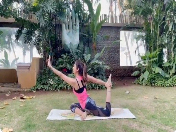 Shilpa Shetty Kundra performing 'Eka pada Kapotasana' (Image Courtesy: Instagram)