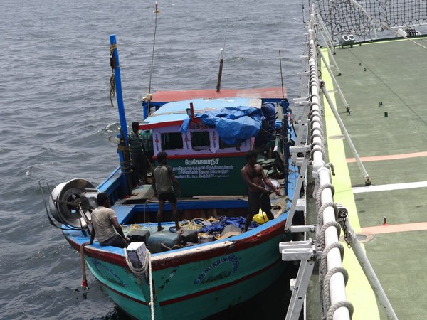 Ship Vaibhav saved a fishing boat in distress due to flooding in Manappad, Tamil Nadu.