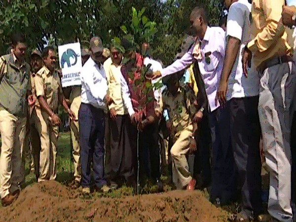 Cleanliness drive organised as part of wildlife week celebrationsin Shivamogga on Thursday. Photo/ANI