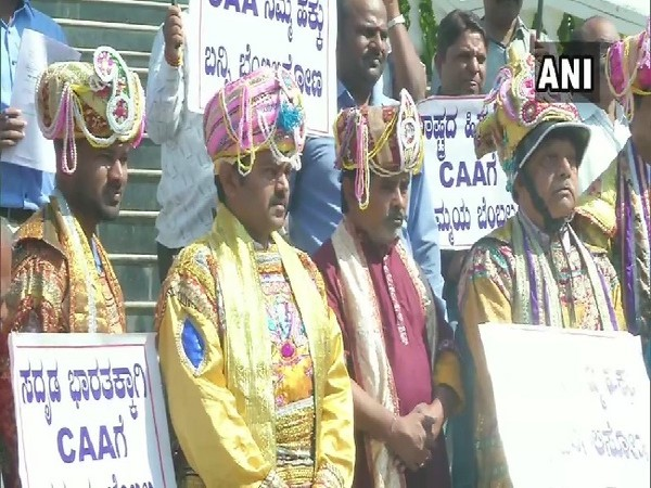 A group of writers, theater persons and environmentalists dressed in the attire of kings gathered outside the Deputy Commissioner's office in Shivamogga today