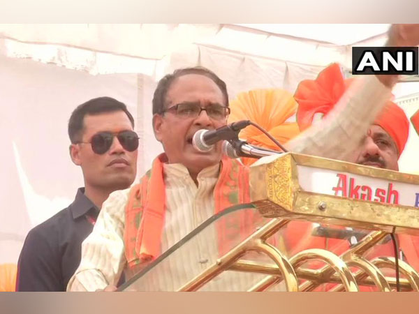 Former MP CM Shivraj Singh Chouhan addressing a public rally at Bhopal on Tuesday