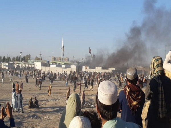 Pakistani Frontier Corps (FC) open fired on unarmed civilians at Pashtuns at Chaman-Spinboldak (Afghanistan-Pakistan) border gate.