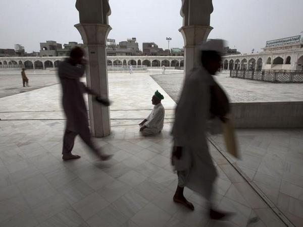 Data Darbar shrine in Lahore