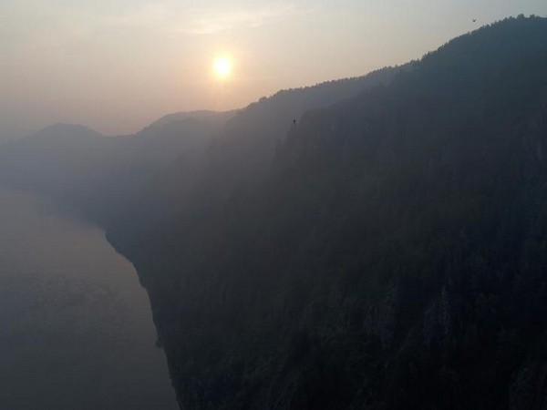 Smoke from wildfires covering the Siberian Taiga area near the Yenisei River outside Krasnoyarsk, Russia on July 13 (Photo/Reuters)