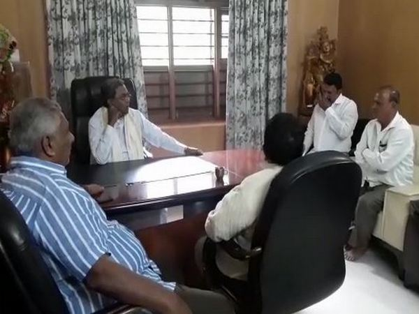Senior Congress leader Siddaramaiah with his supporters in Bengaluru.