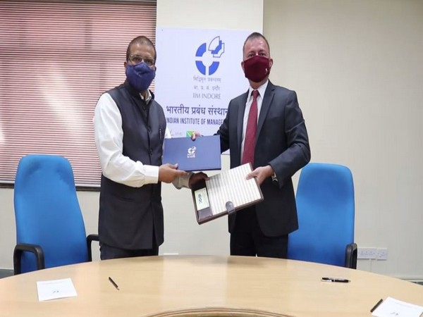 (Right to Left) IIM Director  Himanshu Rai signed MoU with MPIDC chairman Sanjay Kumar Shukla. (Photo/ANI)