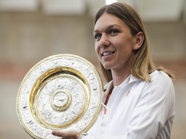 Romania tennis player Simona Halep with Wimbledon title.