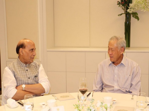 Defence Minister Rajnath Singh with his Singapore counterpart NG Eng Hen (Picture Credits: RMO_India/Twitter)