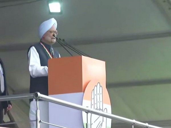"Congress leader Manmohan Singh addressing "" Bharat Bachao Rally"" in Delhi on Saturday. (Photo/ANI)"