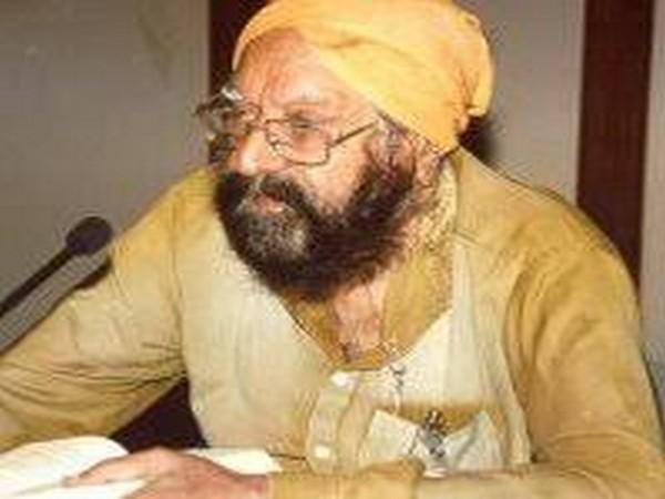 Khushwant Singh (file pic)