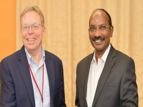 Professor David Tirrell and ISRO chairman Dr K Sivan (right)