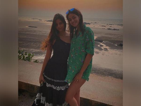 Actor Ananya Panday with Shah Rukh Khan's daughter Suhana Khan (Image Source: Instagram)