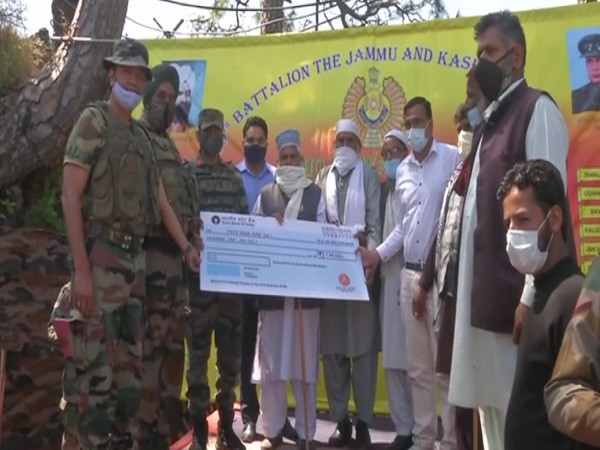 Indian Army handing over the cheque of Rs 1 lakh to Pir Baba Dargah at Sune Gali. (ANI)
