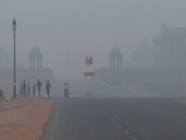 A thick layer of smog engulfed Rajpath in New Delhi on Tuesday [Photo/ANI]